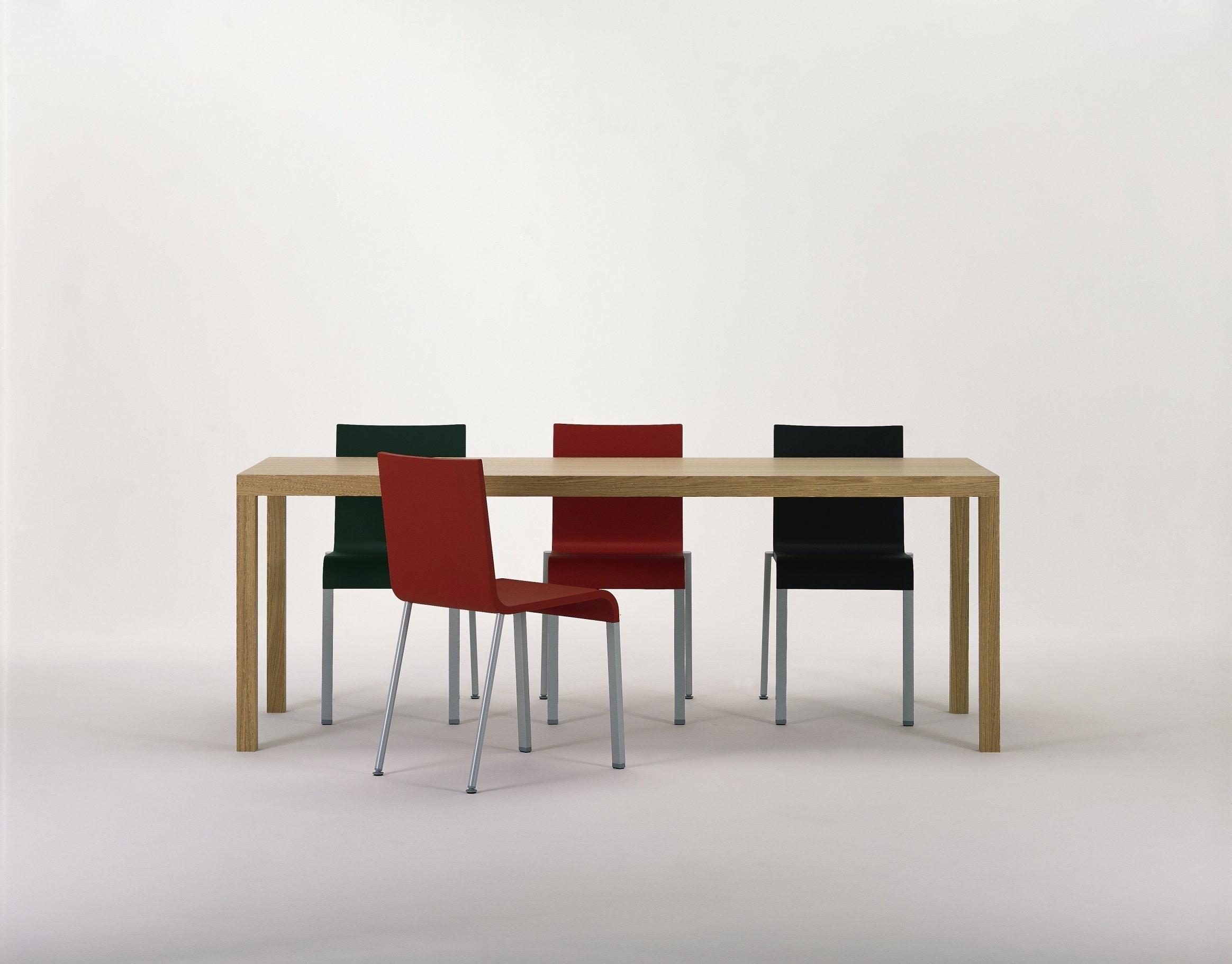 .03 Stuhl Schwarz silber glatt Vitra