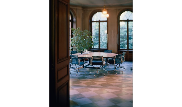 Vitra - Aluminium Chair - EA 108 - 18