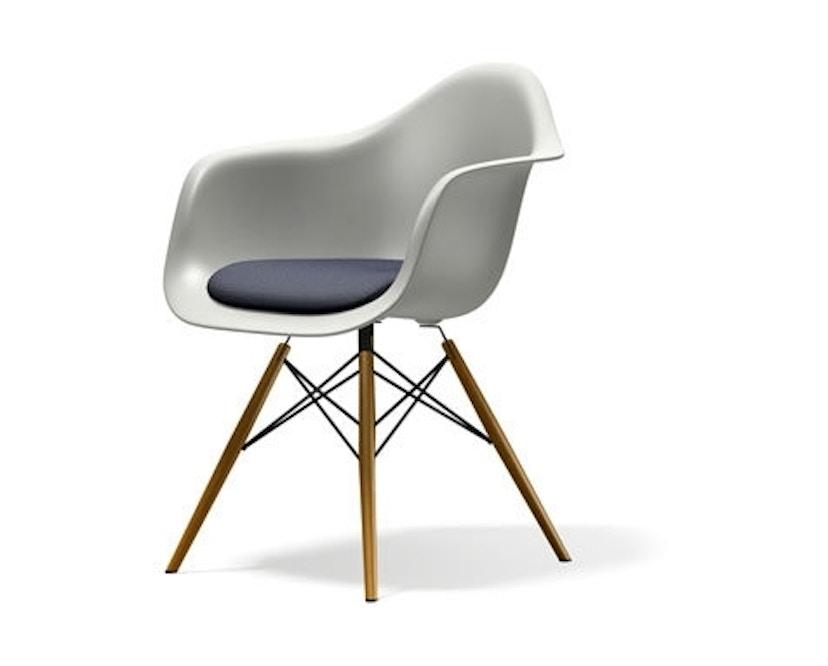 Vitra - DAW mit Sitzpolster - Gestell Ahorn gelblich - weiss - Sitzhöhe 46 cm - 1