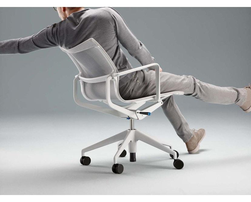 Vitra - Physix Bürodrehstuhl - RollehartTeppichboden-Aluminiumfuss beschichtet soft grey-01 silber-Rahmen 53soft grey - 9