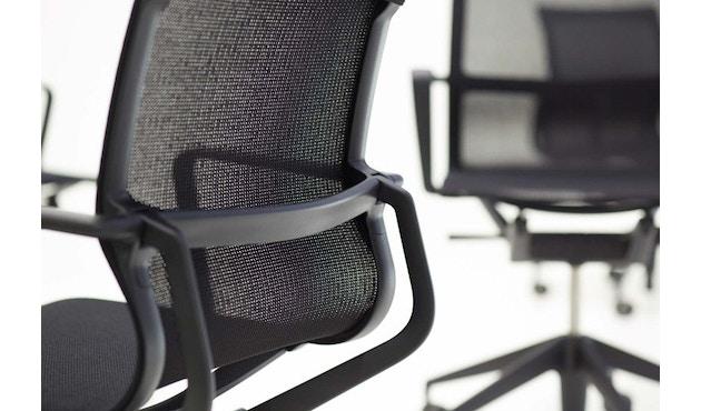 Vitra - Siège de bureau pivotant Physix - Gris doux - 01 argent - roulettes pour sols durs - revêtement soft grey - 5