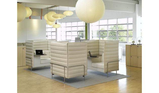 Vitra - Alcove Highback Work - Armlehne links/sitzend rechts - Gestell glanzchrom - Tablar Leder sand - Laser elfenbein - 5