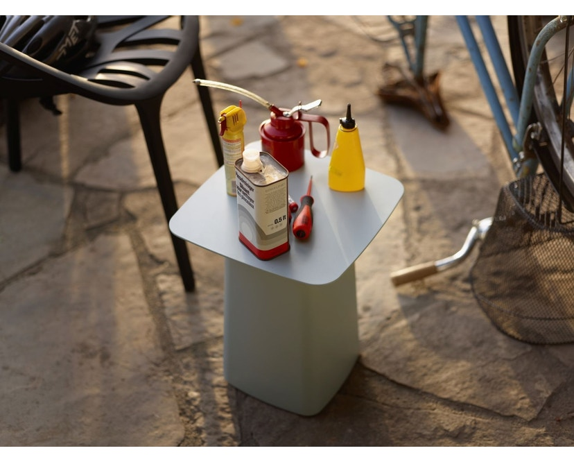 Vitra - Metal Side Table Outdoor - S - tiefschwarz - 3