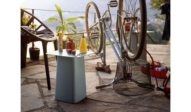 Vitra - Metal Side Table Outdoor - 3