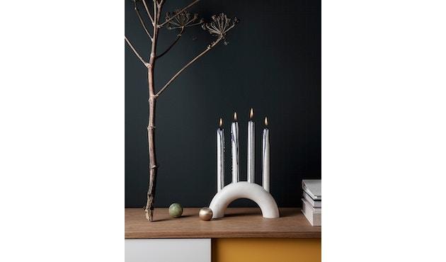 ferm LIVING - Bow Kerzenständer - weiß - 2