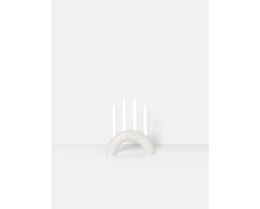 ferm LIVING - Bow Kerzenständer - weiß - 1