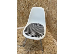 Vitra - Eames Plastic Side Chair DSX (mit Sitzpolster) - cream - checker - white